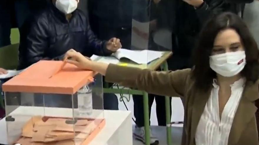 Isabel Díaz Ayuso vota en las elecciones del 4 de mayo de 2021