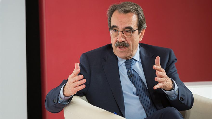 El economista Emilio Ontiveros durante la conferencia organizada por el PSE / Socialistas Vascos