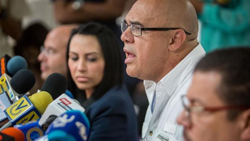 La oposición convoca una protesta de diez minutos en Caracas exigiendo el revocatorio