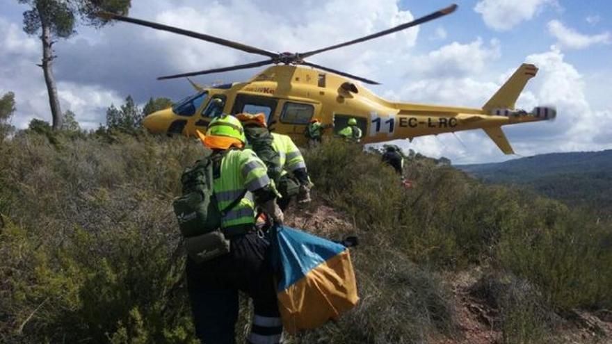 Efectivos en plenas labores de extinción del incendio en Yeste