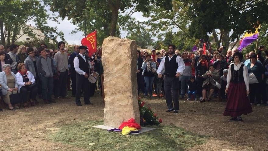 Oteiza homenajea a las personas fusiladas en la localidad en 1936