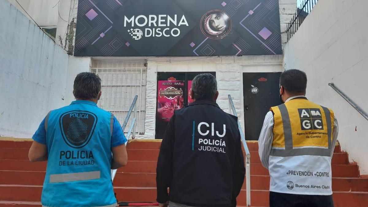 Allanaron la disco Morena, en Avenida Juan Bautista Alberdi al 2800, de la ciudad de Buenos Aires.