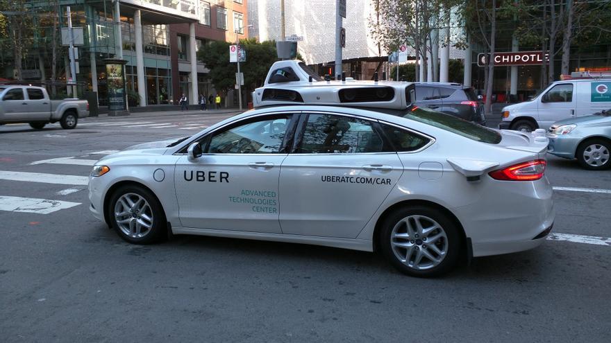 Uno de los coches autónomos de Uber atropelló a una mujer que cruzaba indebidamente la calle