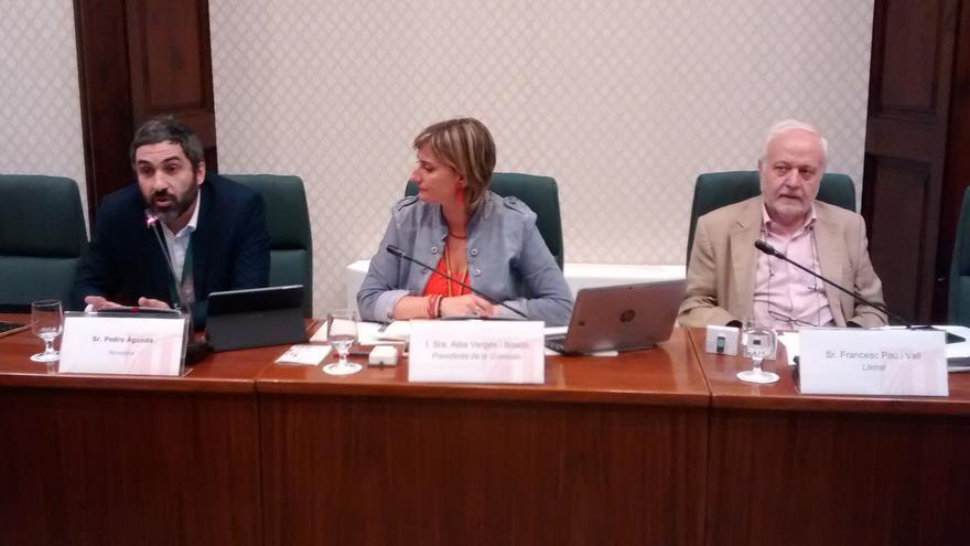 Pedro Águeda (i) en su comparecencia en el Parlament