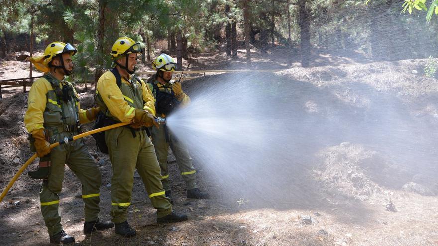 Como parte de la maniobra se simuló el ataque a un conato de incendio forestal en la zona de zcampada. Foto: PARQUE NACIONAL.
