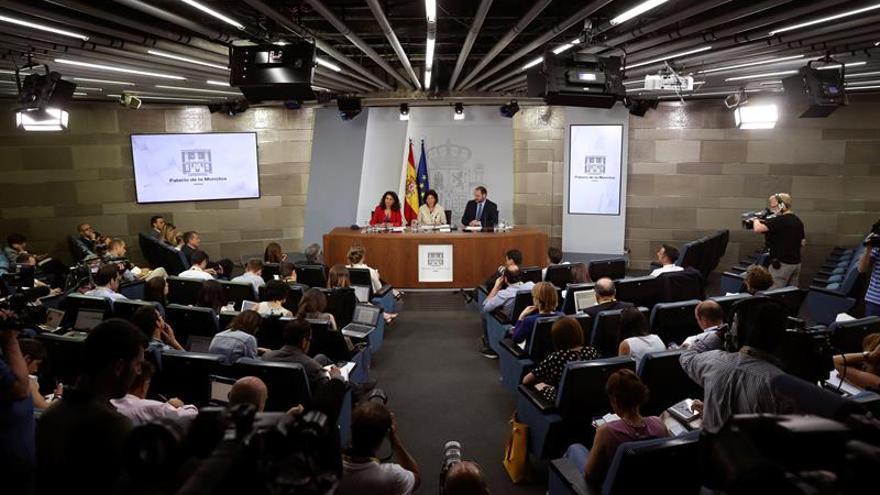 """El Gobierno prohíbe el uso privado de """"narcolanchas"""" sin autorización previa"""