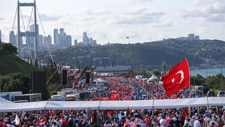 "La OTAN rinde homenaje a turcos que se opusieron al ""atroz"" intento de golpe"