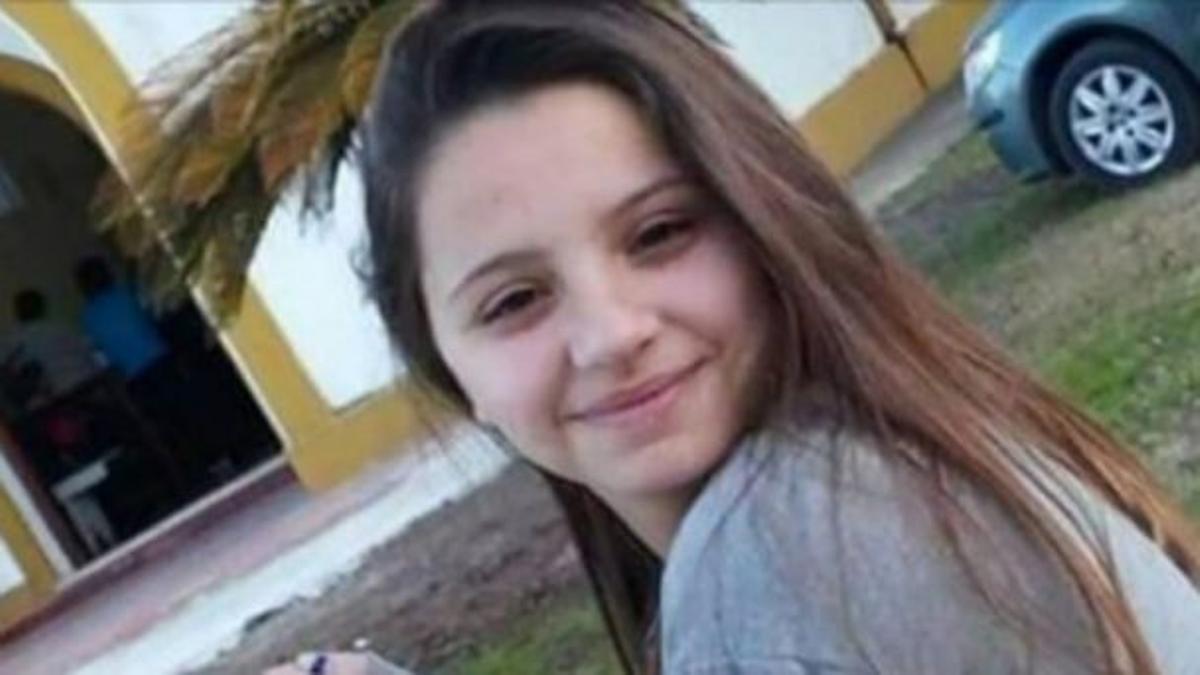 Úrsula tenía 18 años y fue asesinada a puñaladas por su exnovio policía.