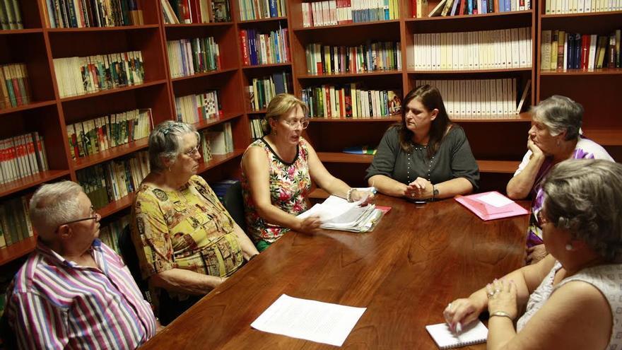 En la imagen, reunión en el Centro de Día de la capital.