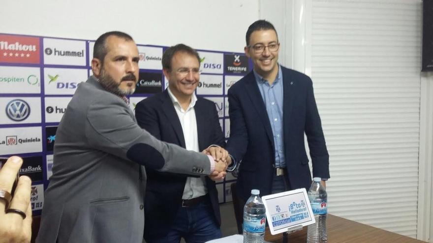 De izquierda a derecha: Sesé Rivero, Sergio Rodríguez y Daniel Martín, concejal de Deportes de El Paso.