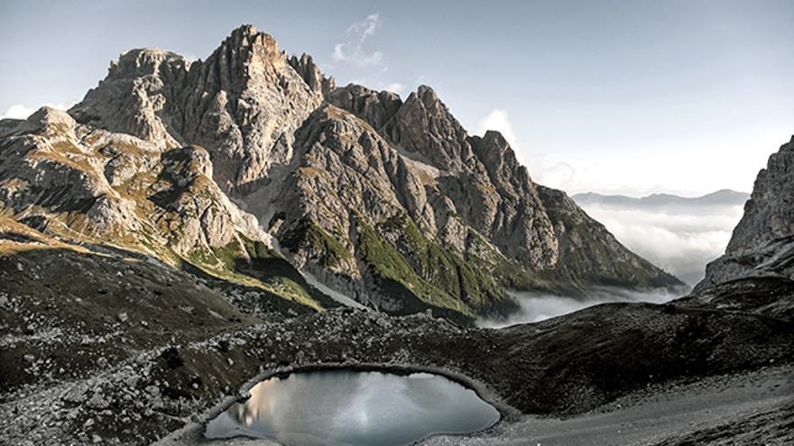 Preciosas vistas del pico Schusterplatte (2.957 metros) desde el Dreizinnen Hütte.