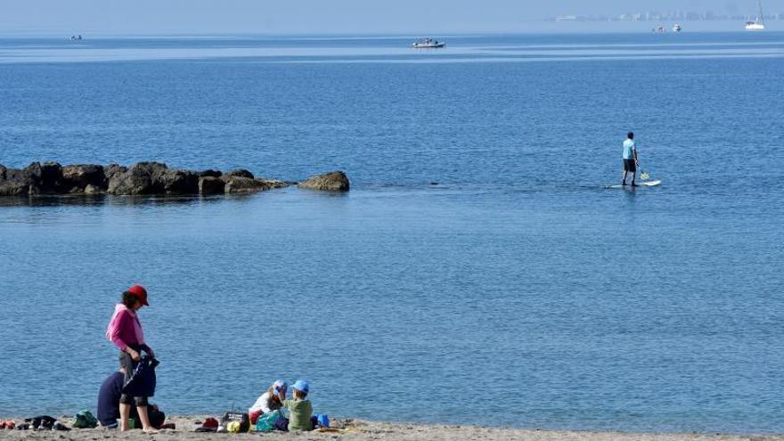 Los municipios costeros de toda España cierran sus playas para evitar contagios