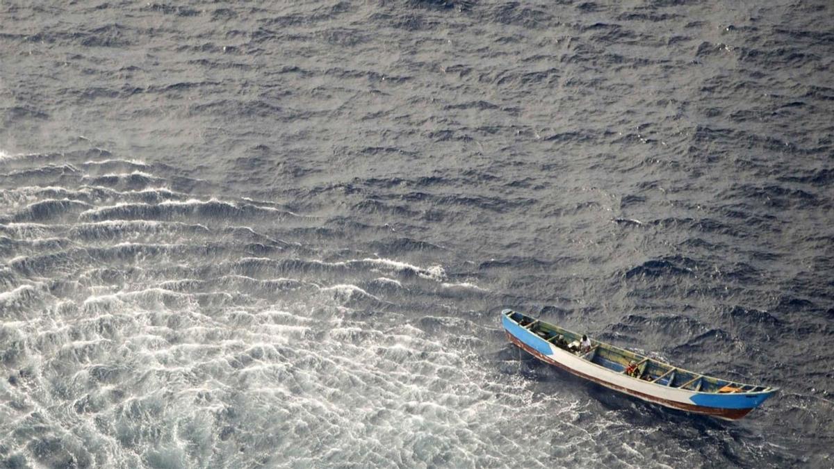 Rescate de la patera en El Hierro con tres supervivientes y 24 cadáveres