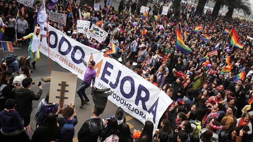 Cerca de cien mil chilenos participaron en Santiago en el Día del Orgullo Gay