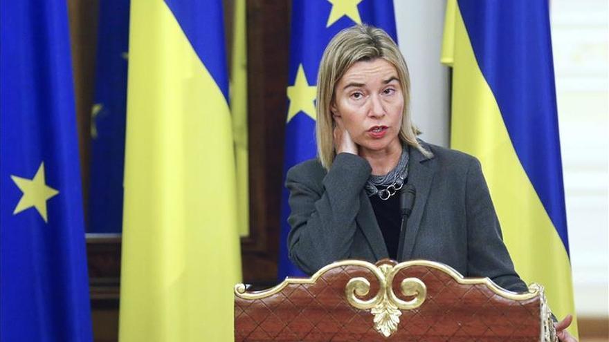 Mogherini tranquiliza a Ucrania con que sigue siendo prioritaria para la UE