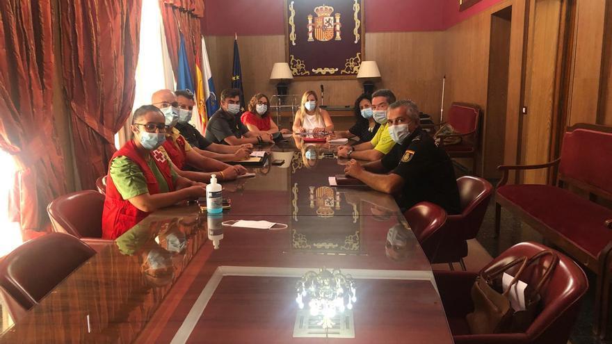 Doce de los 24 inmigrantes que llegaron en un cayuco a  Tazacorte están en el albergue de Garafía de la Cruz Roja