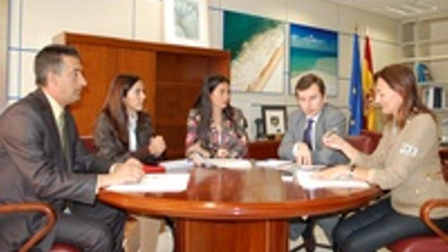 La reunión de Águeda, el senador, la diputada y el director de Costas.