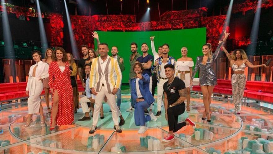 Los 17 concursantes de 'Supervivientes 2020' en el plató