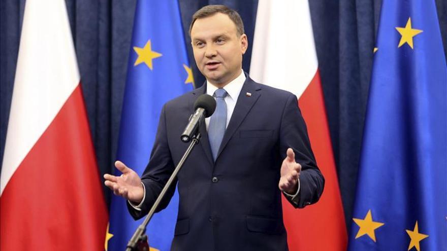 El presidente polaco firma la ley que limita la independencia del Constitucional