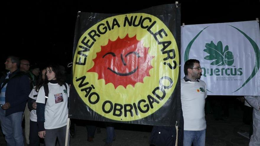 Más de un centenar de personas piden en Lisboa el cierre de Almaraz