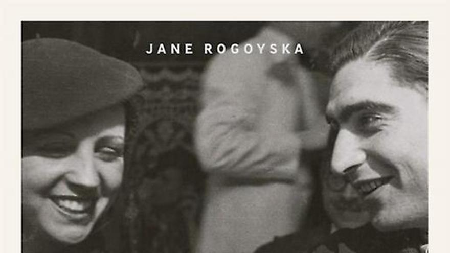 Portada del libro 'Gerda Taro: inventing Robert Capa', de Jane Rogoyska
