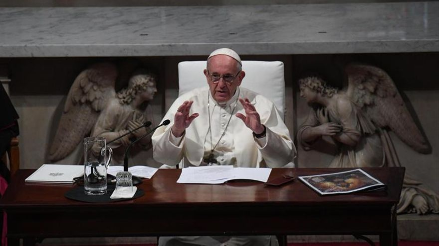 Un exnuncio de EEUU acusa al papa de conocer los abusos del cardenal McCarrick