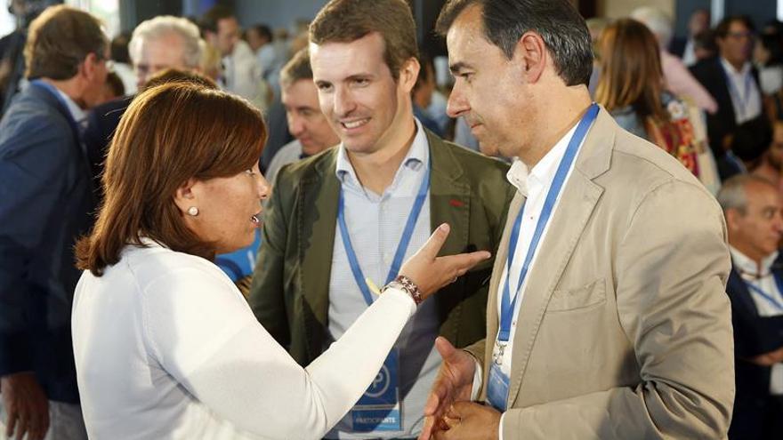 Isabel Bonig dialoga con Fernando Martínez-Maíllo y Pablo Casado en la Interparlamentaria del PP