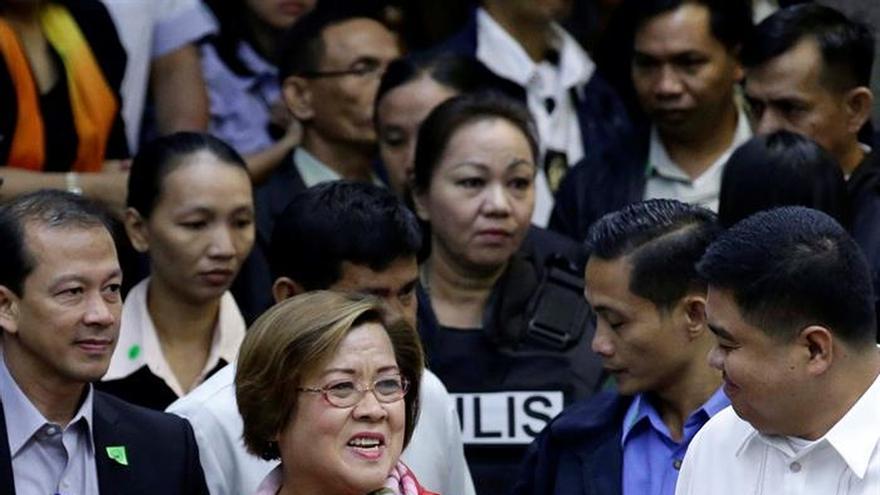 Acusan a una senadora filipina de recibir sobornos millonarios del crimen