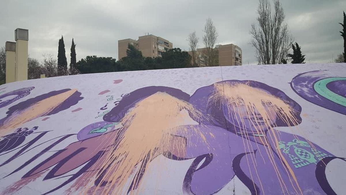 El mural feminista de Alcalá de Henares vandalizado