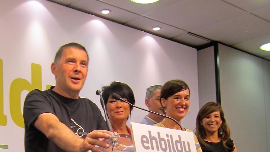 """Otegi califica de """"cacicada judicial"""" la decisión del TC y seguirá siendo """"rostro y voz"""" de EH Bildu en campaña"""