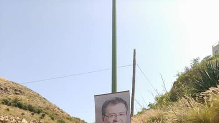 Cartel que ha ofendido profundamente al candidato de CC a la alcaldía de Las Palmas de Gran Canaria, Carmelo Afonso.