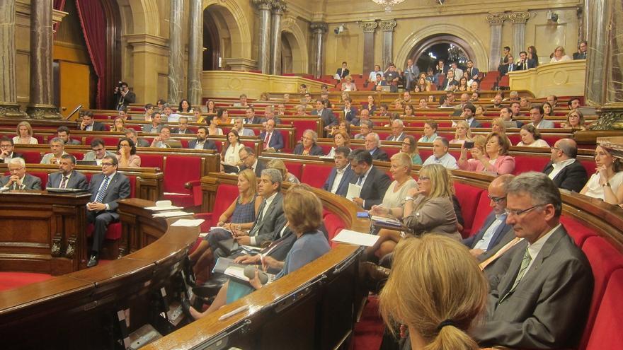 Más de 5,5 millones de catalanes eligen el Parlament de la XI legislatura