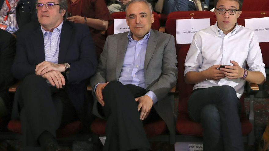 El candidato del PSOE, Ángel Gabilondo, el diputado nacional socialista, Rafael Simancas y el candidato de Más Madrid, Íñigo Errejón en una foto de archivo de 2017.