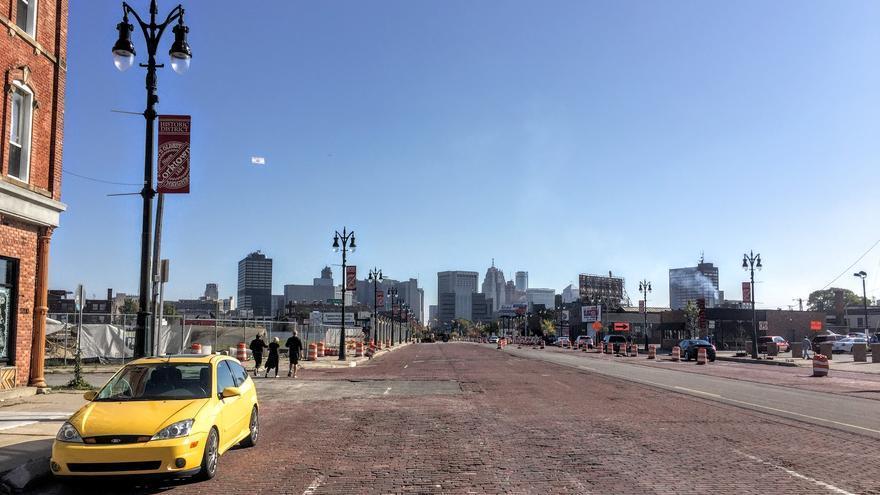 Una ciudad construida a la medida de los coches que se está quedando sin personas (Juan Luis Sánchez)