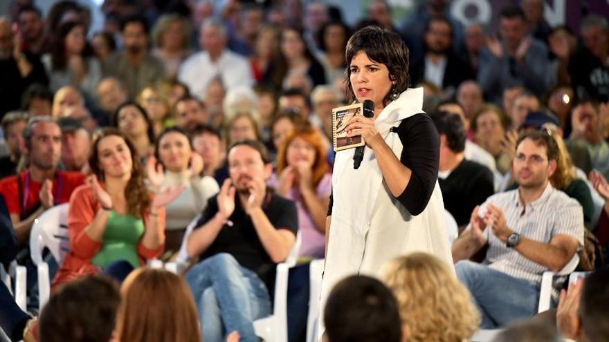 Teresa Rodríguez, en el primer mitin preelectoral junto a Pablo Iglesias, el viernes en Jerez (Cádiz).