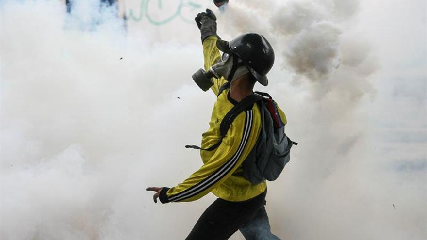 Fuerzas de seguridad dispersan marchas opositoras en Caracas