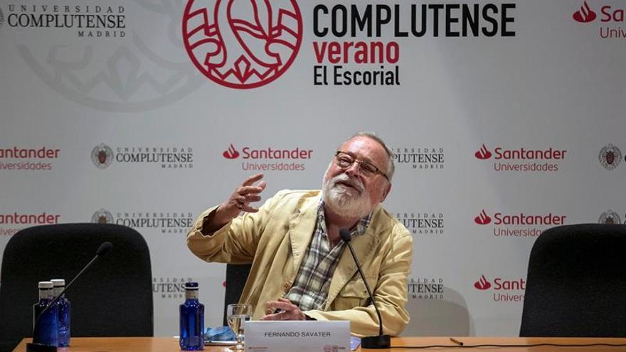 Fernando Savater polemiza al dar plantón a un festival literario de Buenos Aires