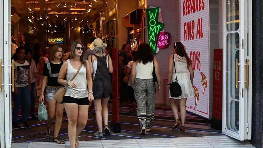 El gasto de las familias tira de la economía, según el Banco de España