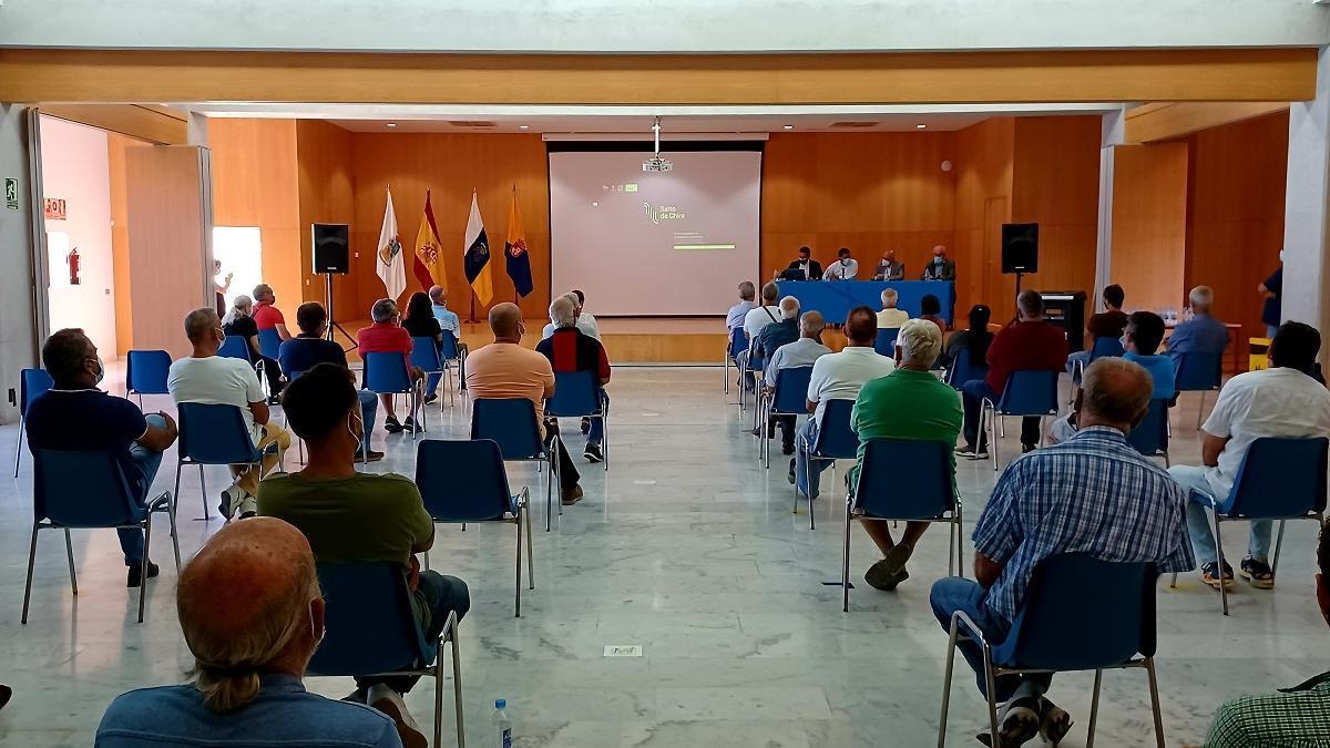 Reunión con los regantes del municipio para explicarles el proyecto Salto de Chira