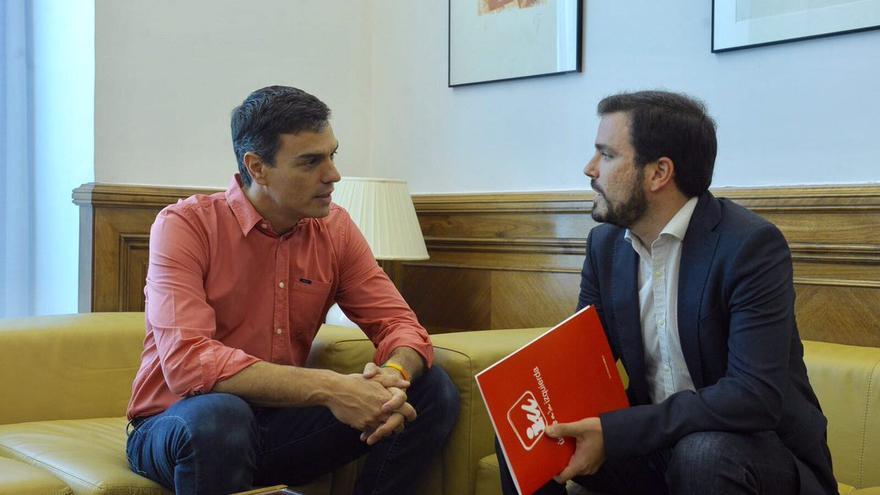 Pedro Sánchez y Alberto Garzón, en su reunión de este jueves.