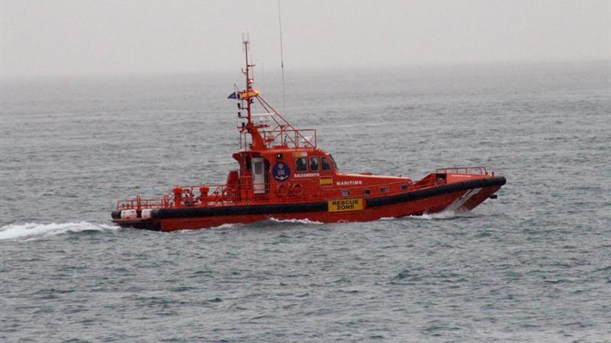 Rescatados 52 inmigrantes de una patera en el Estrecho de Gibraltar