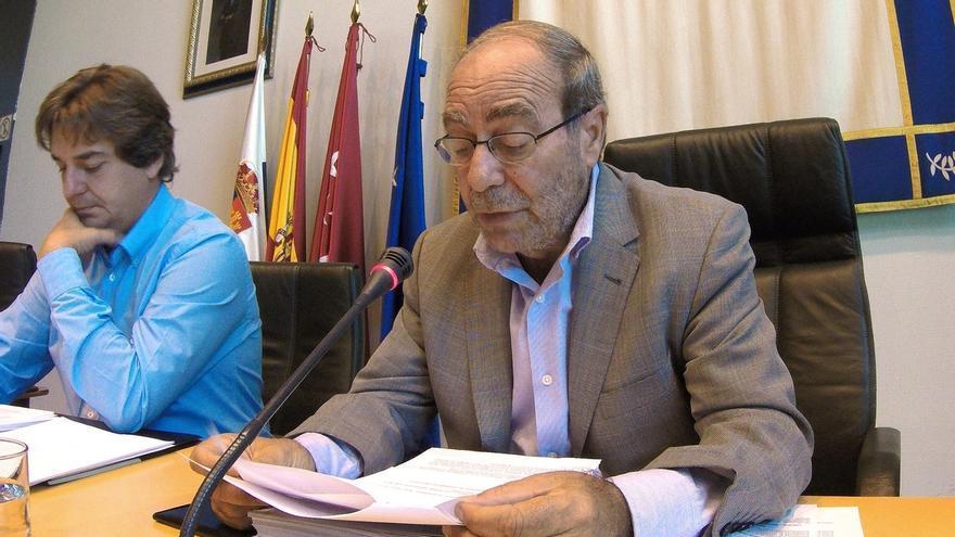 Robles (PSOE) dice a Carmona que tendrá su momento de optar a la Secretaría y que ahora no caben proyectos individuales
