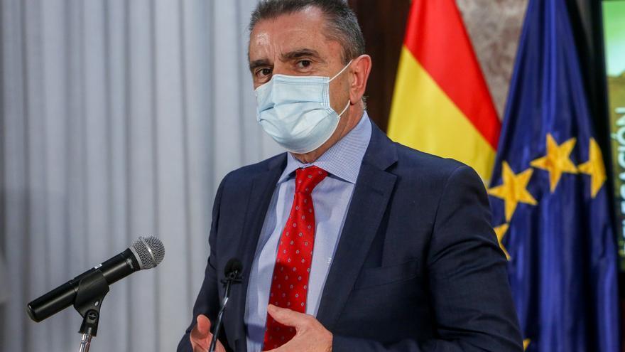 El delegado del Gobierno en Madrid, José Manuel Franco, se dirige a los medios en el marco de una reunión con representantes de varias asociaciones de vecinos de la Cañada Real y entidades sociales de la zona en la sede de la delegación, en Madrid (España