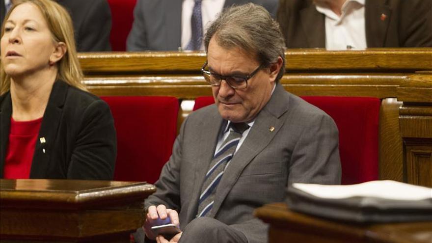 El Parlament designa senadores en una de las sesiones más breves de su historia
