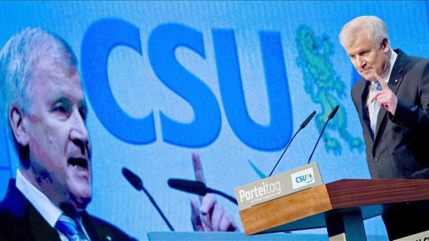 Seehofer es reelegido como líder de la CSU de Baviera