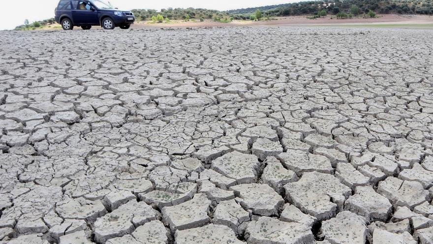 Vaciado del embalse de Ricobayo sobre el río Esla, el mayor de los pantanos de producción hidroeléctrica de la provincia de Zamora. EFE/Mariam A. Montesinos/Archivo