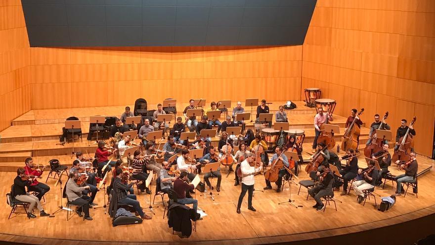 El violinista francés David Grimal junto a la Orquesta Sinfónica de la Región en el Víctor Villegas