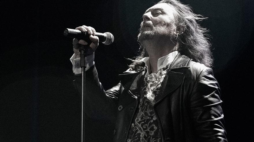 El músico Carlos Catana durante una actuación.