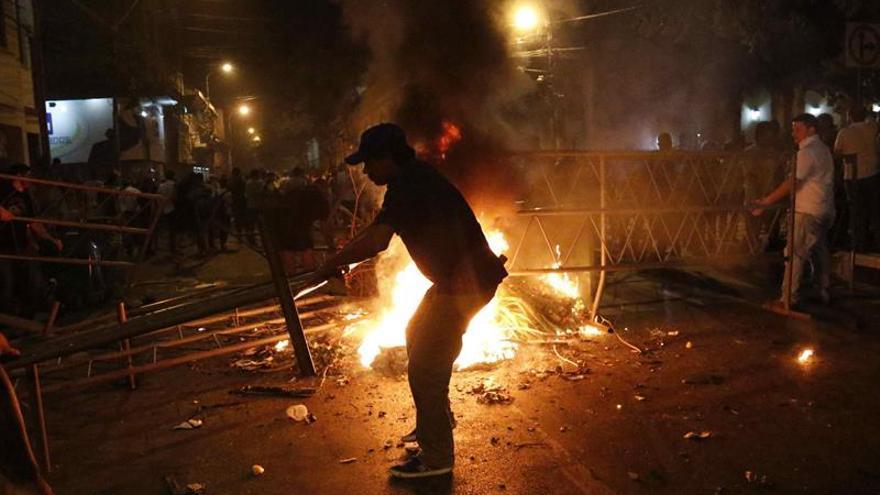 Más de 200 detenidos tras las protestas contra la reelección presidencial en Paraguay