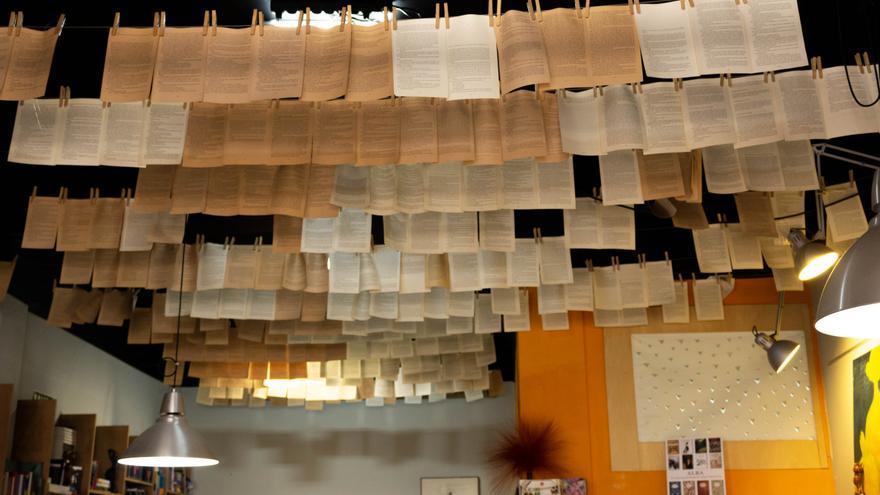 Interior de la tienda con libros solo escritos por mujeres, cerca de la plaza Irineo González, en la capital tinerfeña